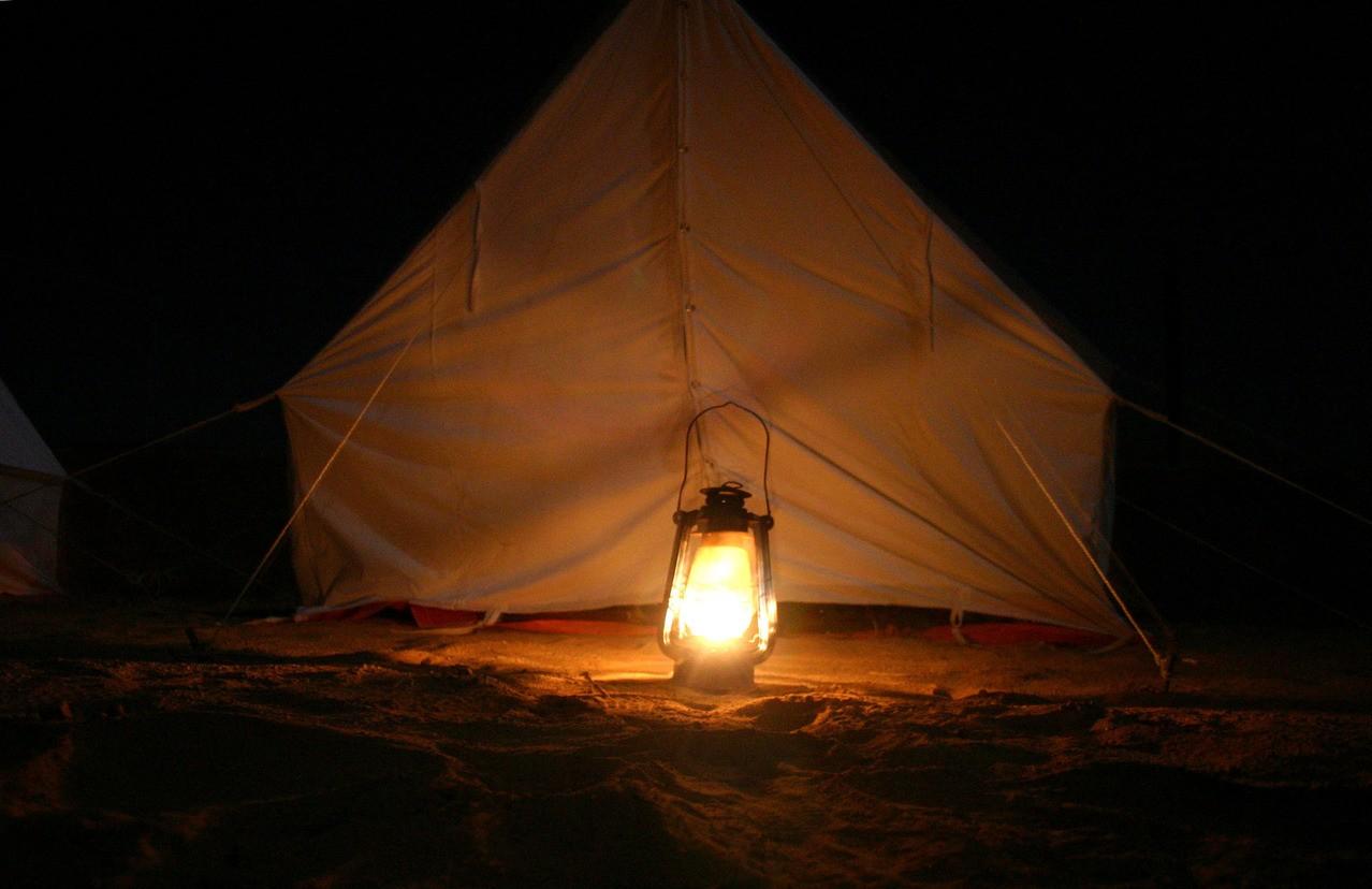Wyjazd pod namiot: w grupie, czy w pojedynkę?